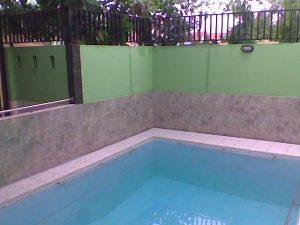 Konstruksi kolam renang di kenari